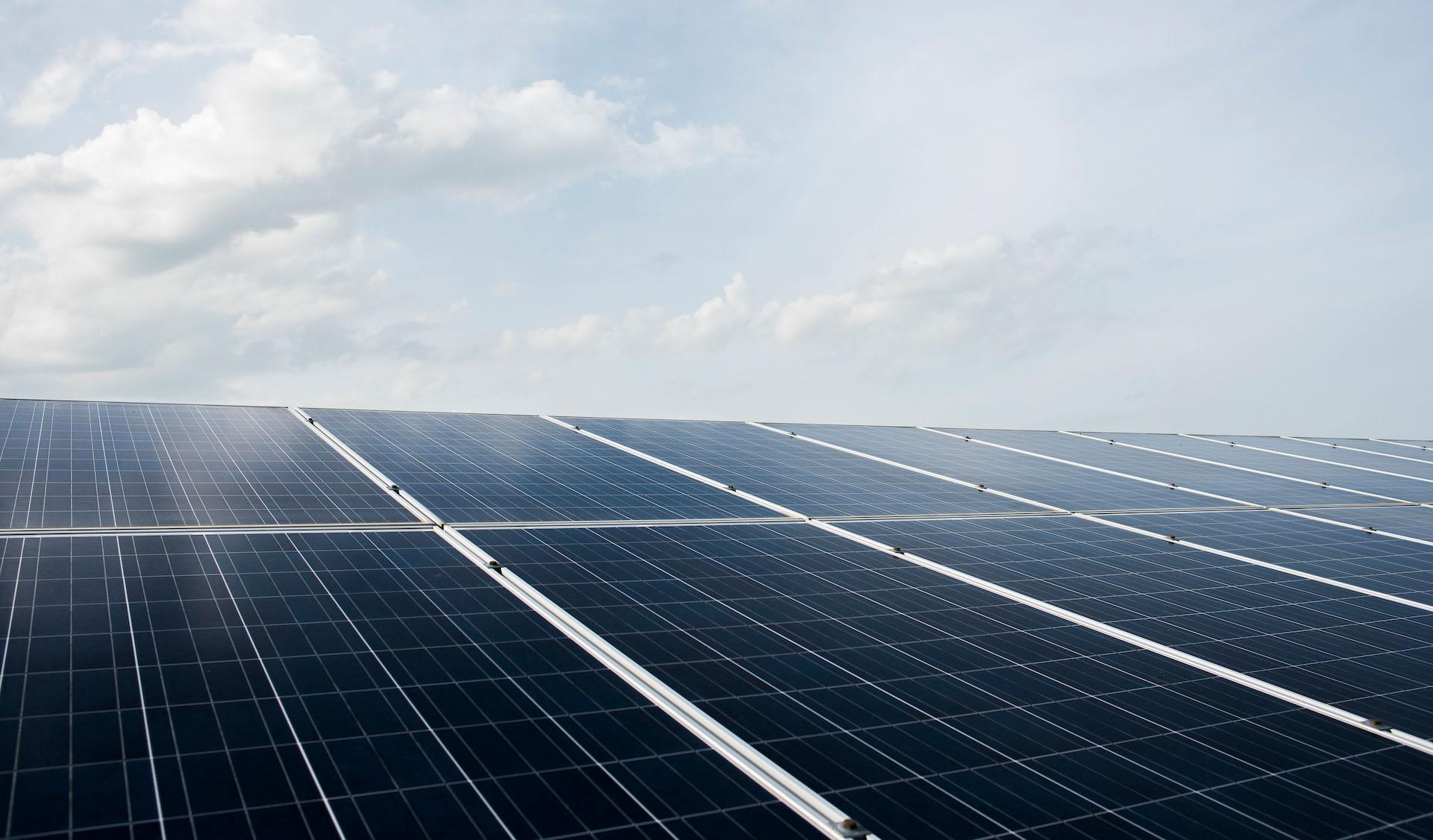 F&P - Zeit für Heldinnen und Helden - PES Power Energy Solutions - Photovoltaikanlagen in Verbindung mit innovativen Speicherlösungen